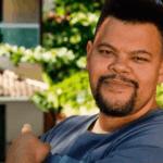 Babu Santana fica chocado com elenco do BBB 2021 e comemora nomes