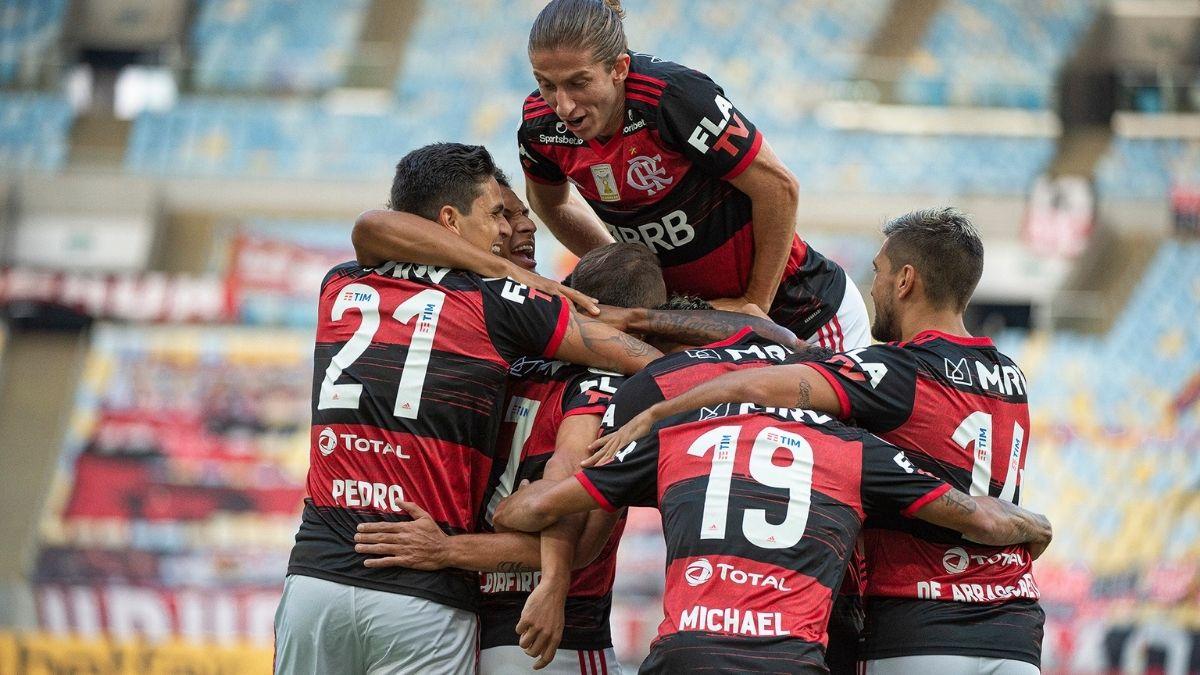 Equipe do Flamengo comemorando um gol contra o Fortaleza. (Reprodução Internet)